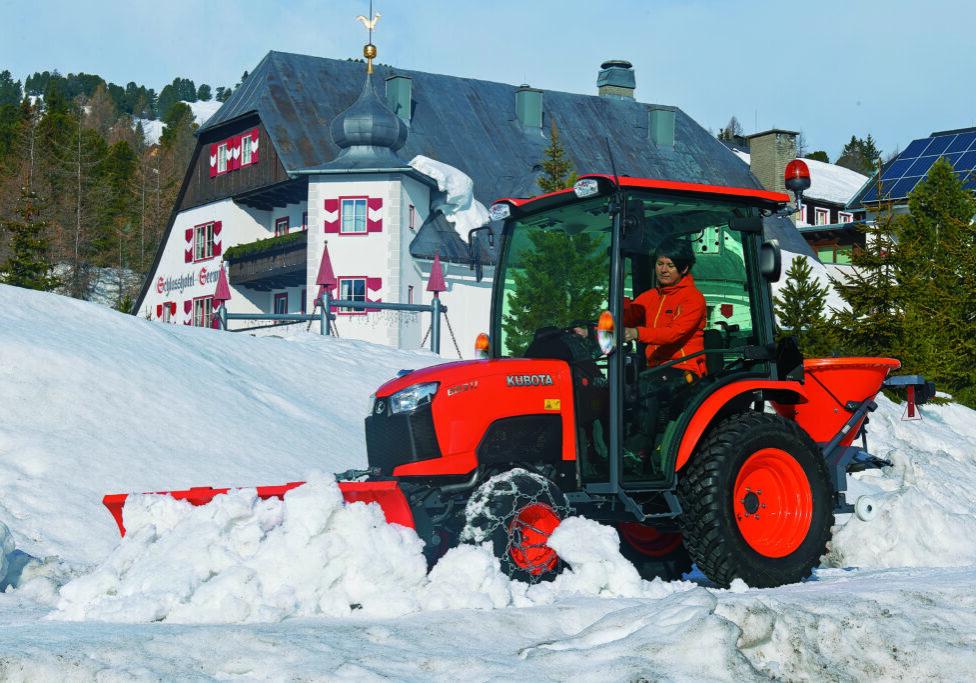 Kubota Traktor mit Schneeschild