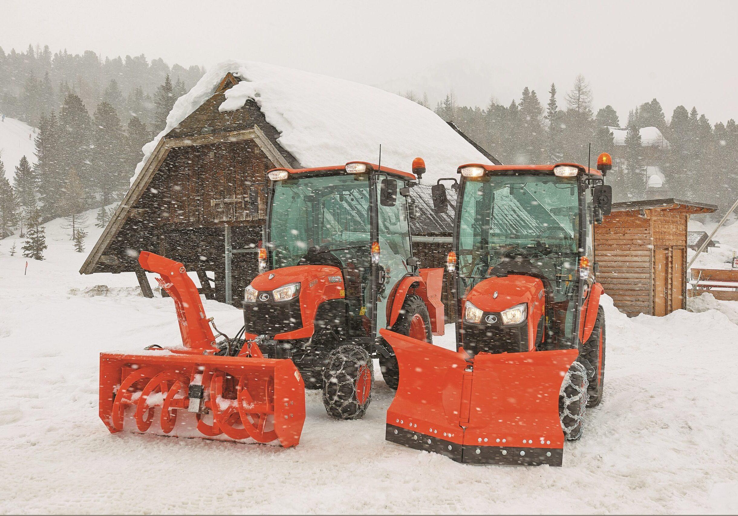 Kubota mit Schneeschild und Schneefräse